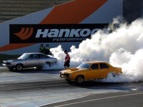 huge-drag-race-burnout